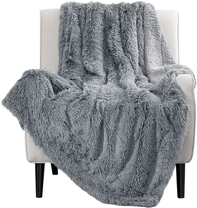fluffy-blanket-book-lover-gifts.jpg