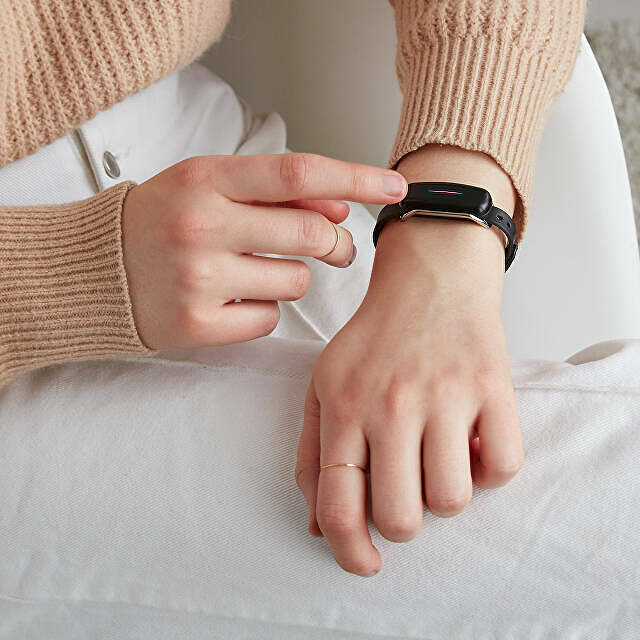 Touch-Bracelets-Long-Distance-Valentines-Day-Uncommon-Goods.jpg